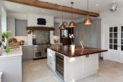 Фото 26 Белая кухня с деревянной столешницей: 70 лучших реализаций в стиле контемпорари, кантри и минимализм