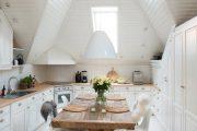 Фото 31 Белая кухня с деревянной столешницей: 70 лучших реализаций в стиле контемпорари, кантри и минимализм