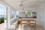 Фото 37 Белая кухня с деревянной столешницей: 70 лучших реализаций в стиле контемпорари, кантри и минимализм