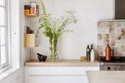 Фото 38 Белая кухня с деревянной столешницей: 70 лучших реализаций в стиле контемпорари, кантри и минимализм