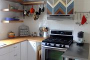 Фото 41 Белая кухня с деревянной столешницей: 70 лучших реализаций в стиле контемпорари, кантри и минимализм