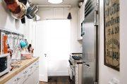 Фото 42 Белая кухня с деревянной столешницей: 70 лучших реализаций в стиле контемпорари, кантри и минимализм