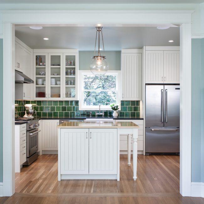 Главным атрибутом американского стиля в кухне считается наличие острова, как дополнительная столешница