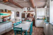 Фото 16 Кухня в деревянном доме: варианты зонирования и 85+ уютных дизайнерских решений