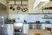 Фото 25 Кухня в деревянном доме: варианты зонирования и 85+ уютных дизайнерских решений