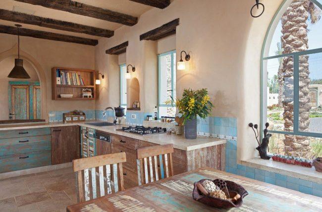 Кантри стиль с искусственным эффектом состаривания фасада кухни
