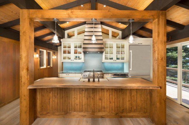 Кухонный остров выступает в роли зонирования помещения