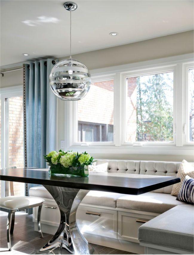 Классический кухонный диванчик из ДСП в кремовом цвете
