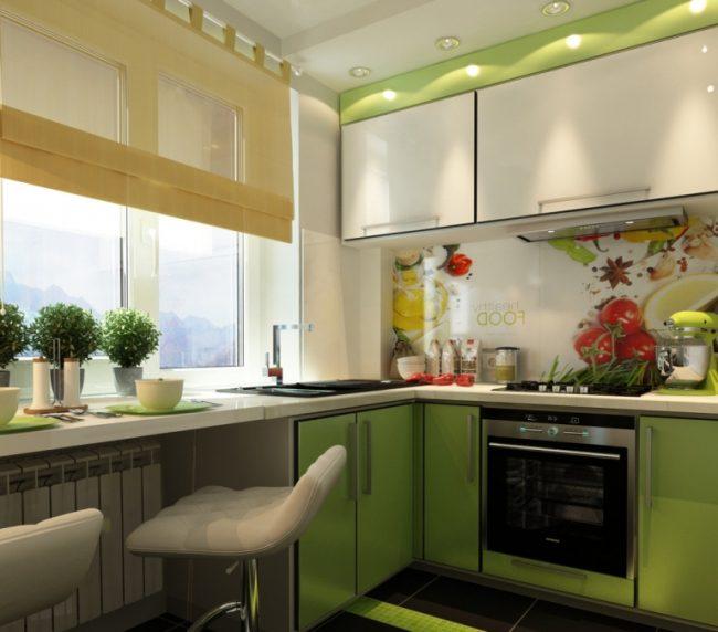 На маленькой кухне пространство нужно использовать по максимуму, любую свободную поверхность можно сделать рабочей