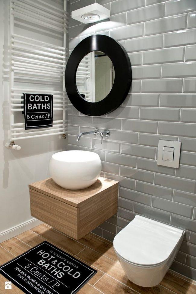 Консервативный английский стиль в оформлении туалета