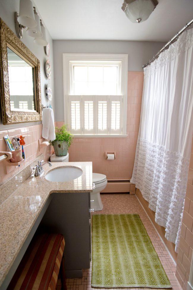 Нежные оттенки в деревенском стиле оформления ванной комнаты