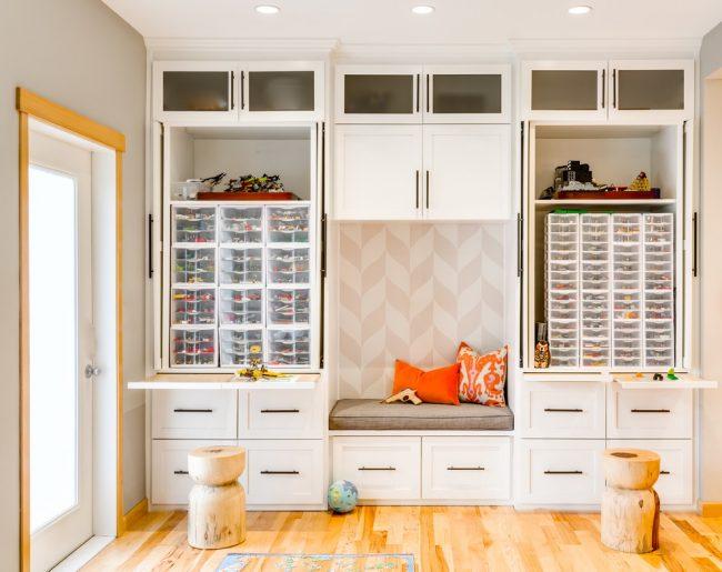 Встроенный шкаф с отдельными рабочими местами для двоих детей