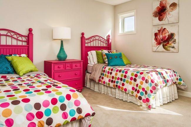 Яркая красивая мебель, поднимет настроение хозяйкам светлой комнаты