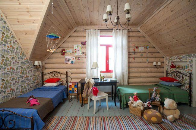 Перпендикулярная расстановка мебели вдоль стен добавит комнате места для игровой зоны