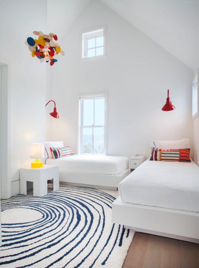 Белоснежная детская комната в стиле минимализм