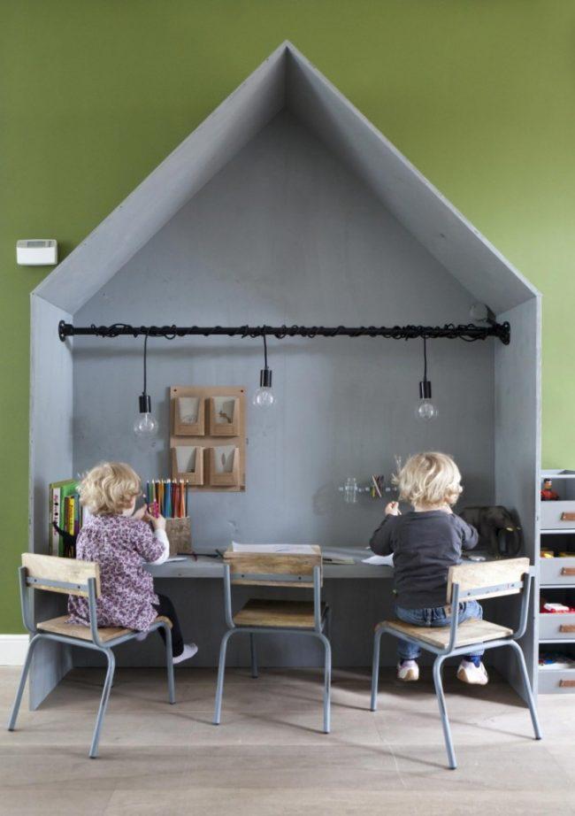 Выделенная рабочая зона для детей в виде домика