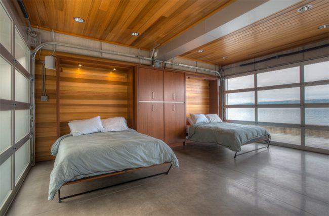 Просторная комната для двоих подростков с мебелью, прячущейся в шкаф