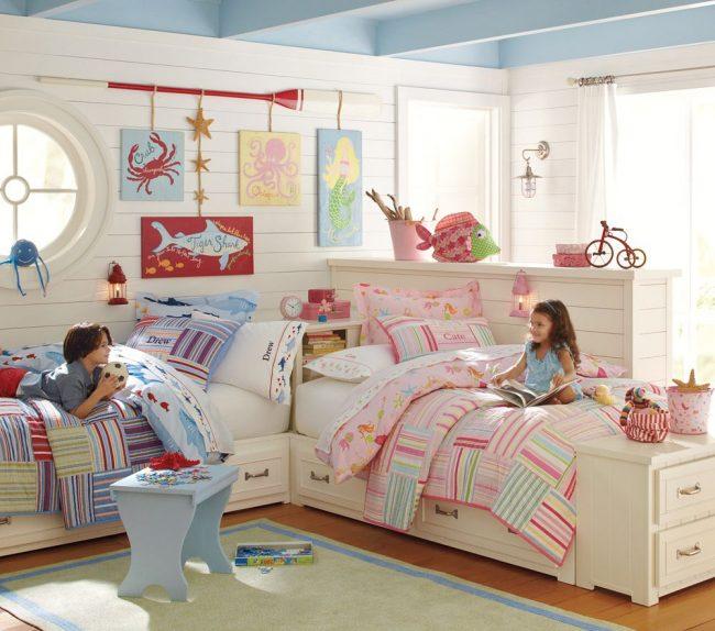 Детская спальня разнополых детей, оформленная в пляжном стиле
