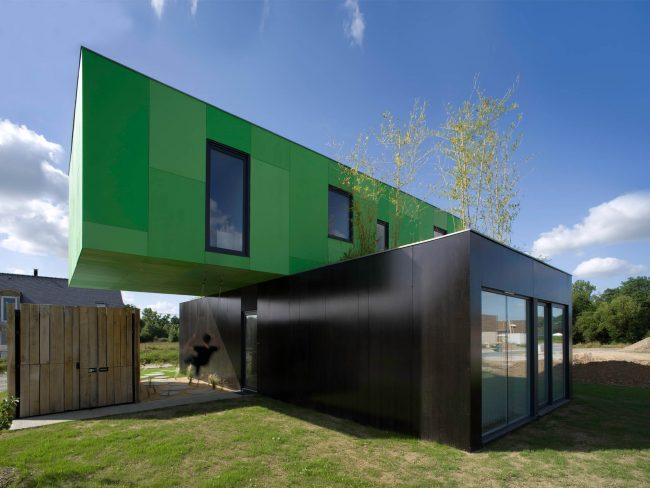Суперсовременный стиль в архитектуре и довольно скромный бюджет вполне уживаются вместе в модульном строительстве