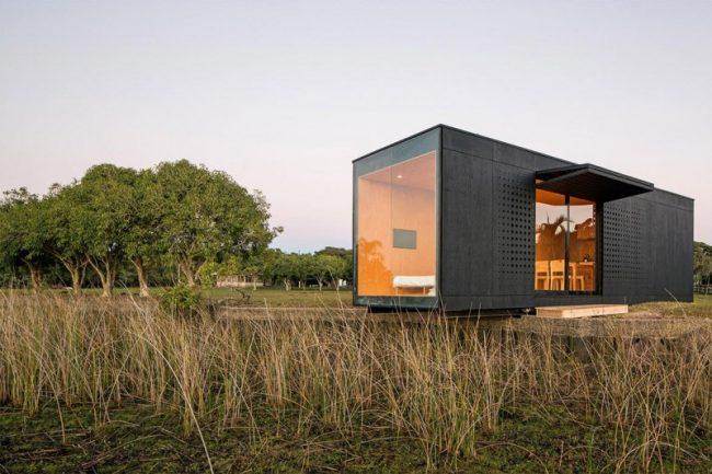 """Префаб """"MiniMod"""" от бразильского производителя. Транспортировать такой дом, произведенный на фабрике, можно, в принципе, на любые расстояния"""