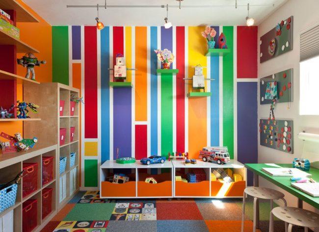 Яркие виниловые обои для игровой зоны детской комнаты мальчика