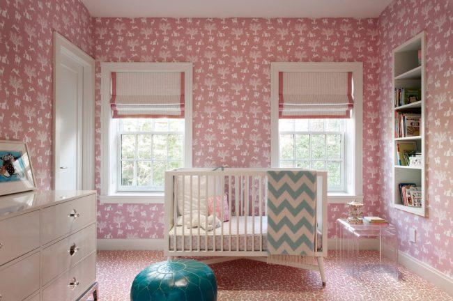 Оформление детской комнаты в темно-розовом цвете