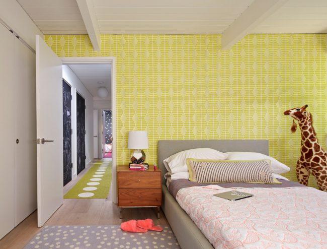 Лимонные обои придадут свежести интерьеру детской комнаты