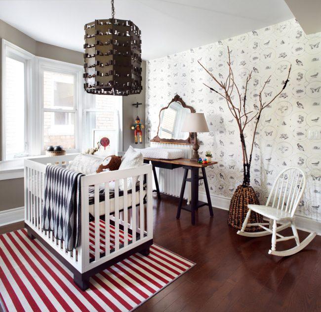 Светлые детские обои в тон с мебельным гарнитуром