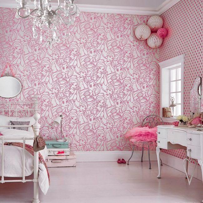 Спокойные розово-серебристые обои для небольшой спальни