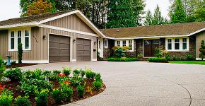 Комфортная жизнь за городом: обзор лучших проектов одноэтажных домов с гаражом фото