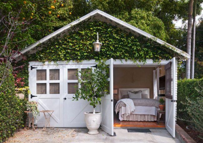 Тип проекта – гараж расположен под домом. Оригинальная идея парня из Лос-Анджелеса по превращению гаража в гараж с гостевым домиком для него самого