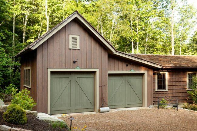 Деревенский одноэтажный дом с гаражом. Тип – гараж расположен под домом