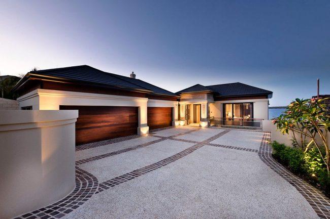 Дом с двойным гаражом Г-образной формы