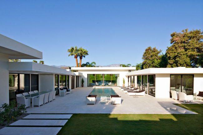 Загородный одноэтажный дом в пляжном стиле, созданный по индивидуальному проекту