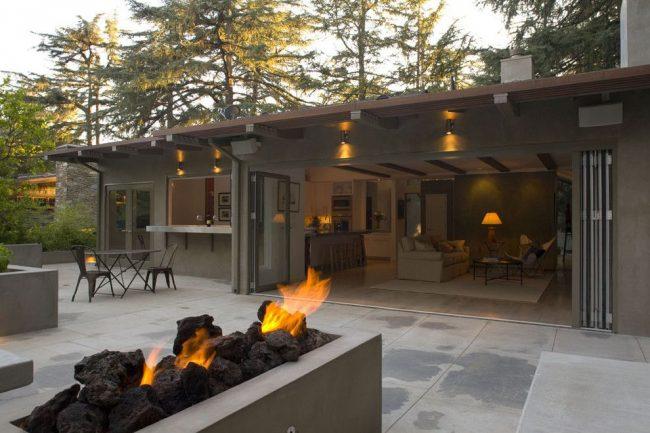 Современный одноэтажный дом с террасой – воплощение дизайнерской идеи