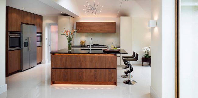 Исправить проблему нехватки естественного освещения, или просто украсить кухню, - светодиоды дадут широчайший простор для действий в обоих случаях