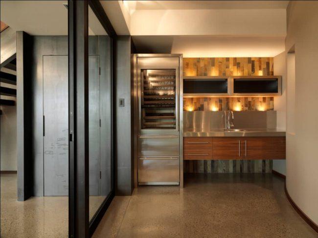 Точечное освещение для подсветки кухонного фартука и потолка над подвесными шкафами