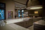 Фото 19 Светодиодная подсветка для кухонных шкафов: как выбрать, особенности монтажа и 65 универсальных идей