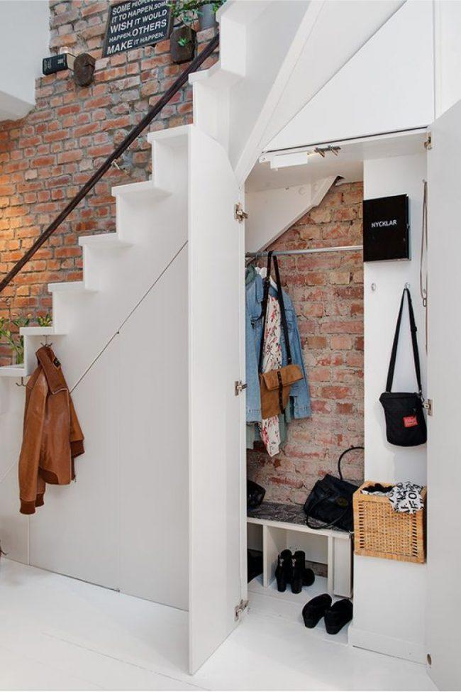 Красивый и современный стиль лофт в оформлении прихожей