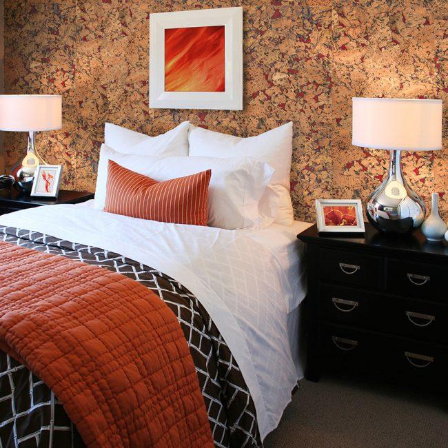 Элементы красно-коричневого цвета отлично впишутся в интерьер традиционного стиля