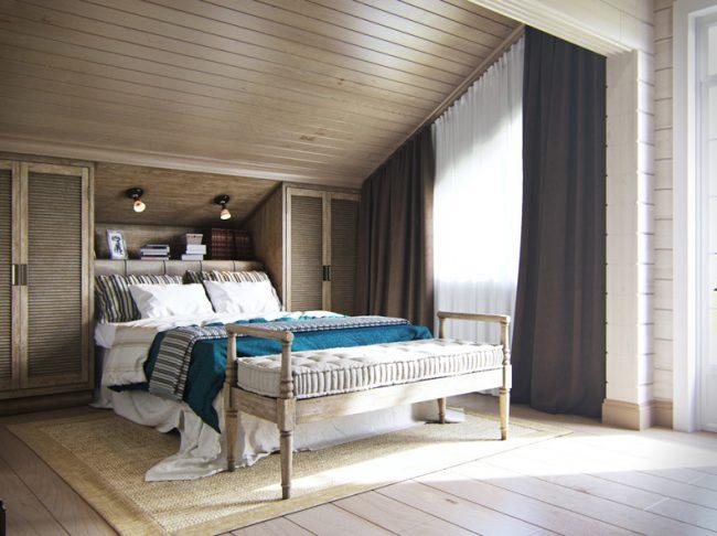 Мансардная спальня на втором этаже. Общая площадь всех мансардных помещений - 80,4 кв. м
