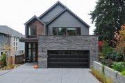 Фото 7 Проекты домов с гаражом под одной крышей: 70+ готовых надежных решений для загородной жизни