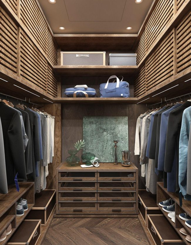 Небольшая гардеробная в квартире с оформлением от киевской архитектурной студии 2B Group