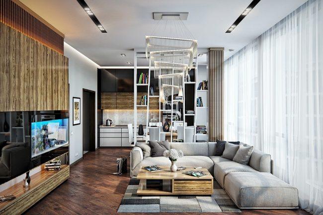 Дизайн интерьера гостиной, вдохновленный классикой, о чем говорит обилие деревянных поверхностей. Но диагональный рисунок пола и весь остальной декор безошибочно определяют его современность