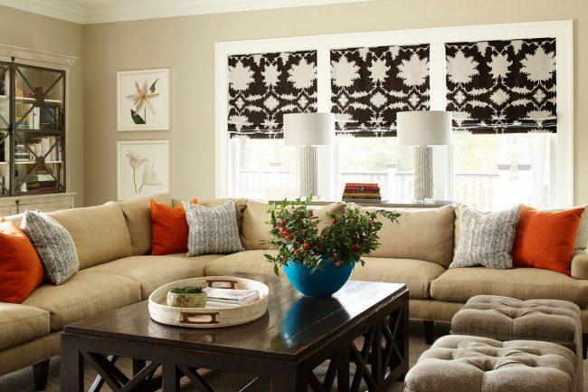 Три отдельных узорчатых полотна для оформления трехстворчатого широкого окна