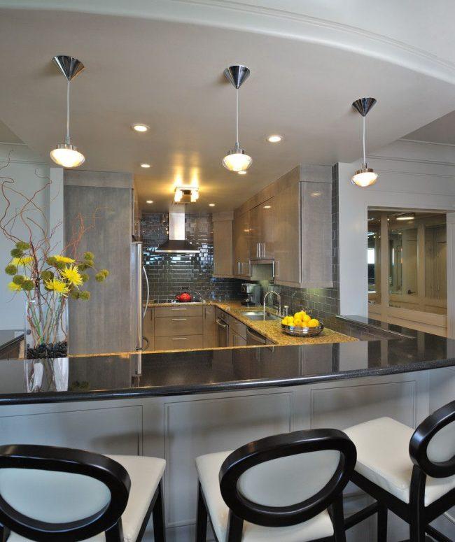 От графитного до серебристого оттенка серого цвета в интерьере современной кухни