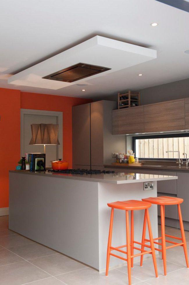 Моделирование формы кухни в стиле модерн оттенками двух цветов: серый – основной цвет, оранжевый – дополнительный