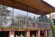 Фото 11 Прозрачные шторы для беседок и веранд: комфорт на даче круглый год и обзор наиболее изящных идей для декора