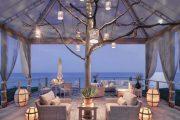 Фото 21 Прозрачные шторы для беседок и веранд: комфорт на даче круглый год и обзор наиболее изящных идей для декора