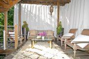 Фото 26 Прозрачные шторы для беседок и веранд: комфорт на даче круглый год и обзор наиболее изящных идей для декора